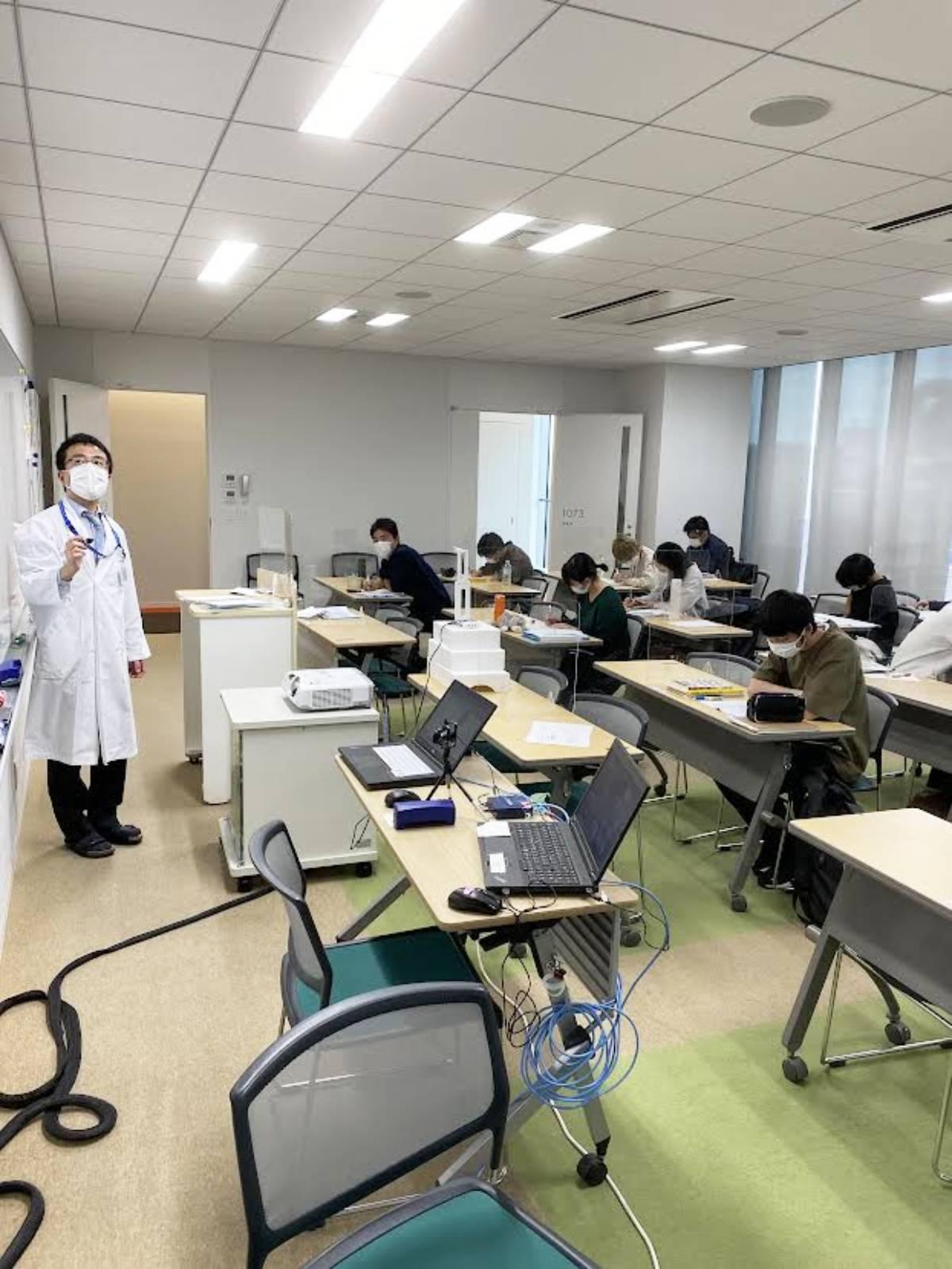 臨床工学科では感染症対策を徹底して授業を行っています。