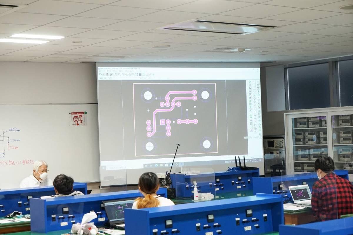 電子技術科 卒業製作に向けたCAD講習!!